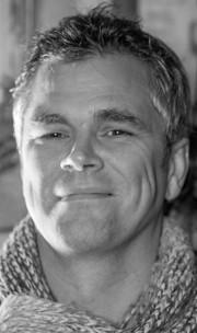 Acupuncturist Paul van Alphen
